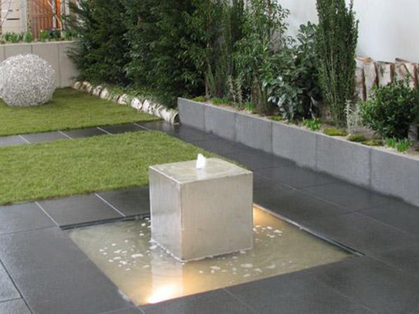 Quellstein · Naturteich · Belebendes Element · Wasser Im Garten ...
